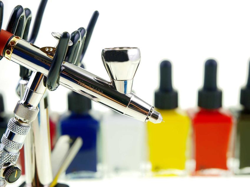 Farby natryskowe malowane agregatem malarskim lub pistoletem to szybki sposób na nałożenie koloru na ściany. Malowanie natryskowe dobrze się sprawdza w wielu przypadkach.