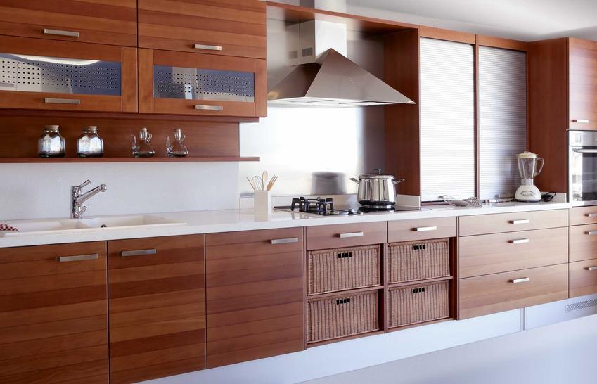 Meble kuchenne Agata to bardzo korzystne cenowo rozwiązanie, chociaż trzeba przyznać, że należy zapłacić za każdy element osobno, czyli za każde drzwiczki, zawiasy czy uchwyty.