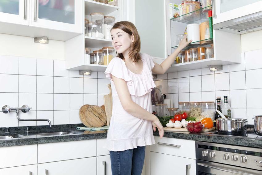 Uchwyty do szafek kuchennych mogą mieć różne rodzaje i style. Czasami lepiej wyglądają, mogą być zrobione z różnych materiałów.