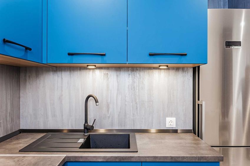 Elektryczne gniazdka podszafkowe w kuchni, a także ceny gniazdek, montaż oraz porady dla inwestorów i najważniejsze informacje