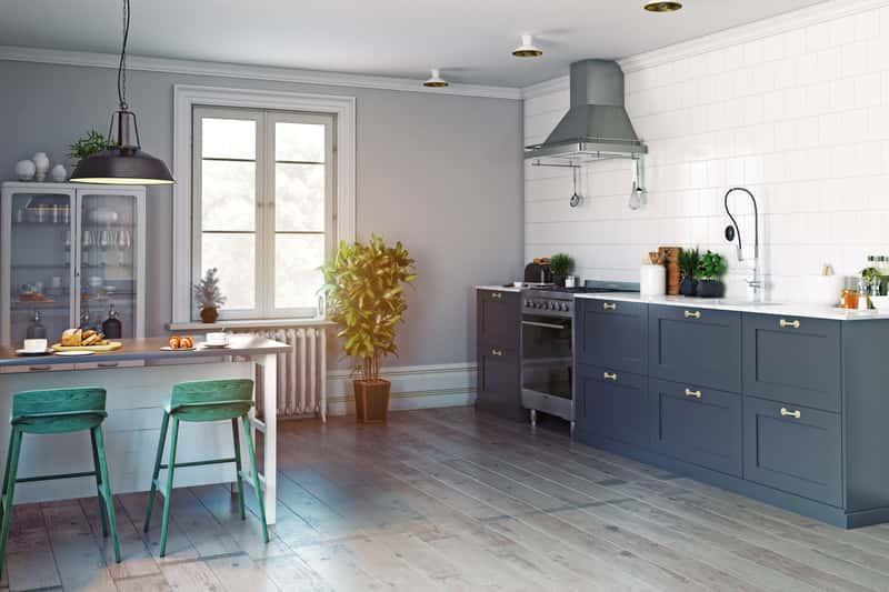 Panele podłogowe do kuchni powinny być wytrzymałe i odporne na wodę oraz antypoślizgowe. Panele kuchenne to praktyczne rozwiazanie.