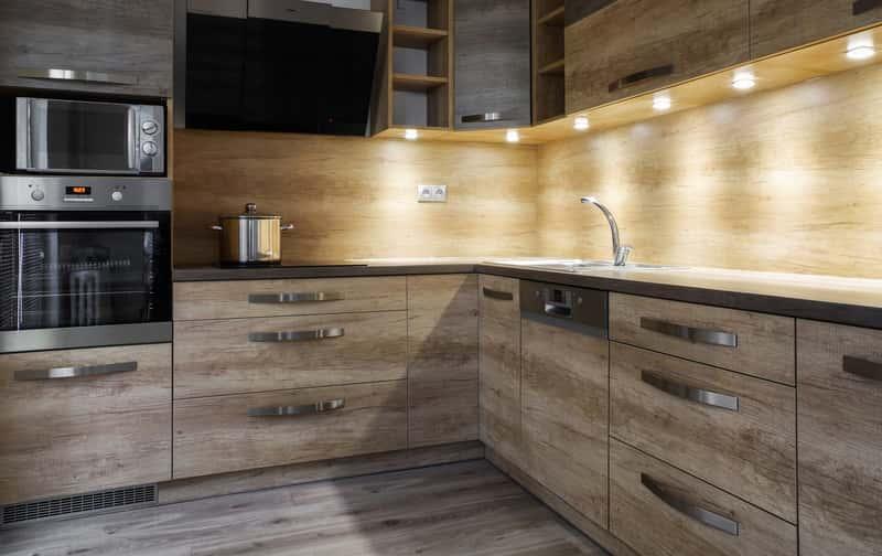 Oświetlenie pod szafkami kuchennymi na baterie, a także co wybrać, zastosowanie, działanie, opinie