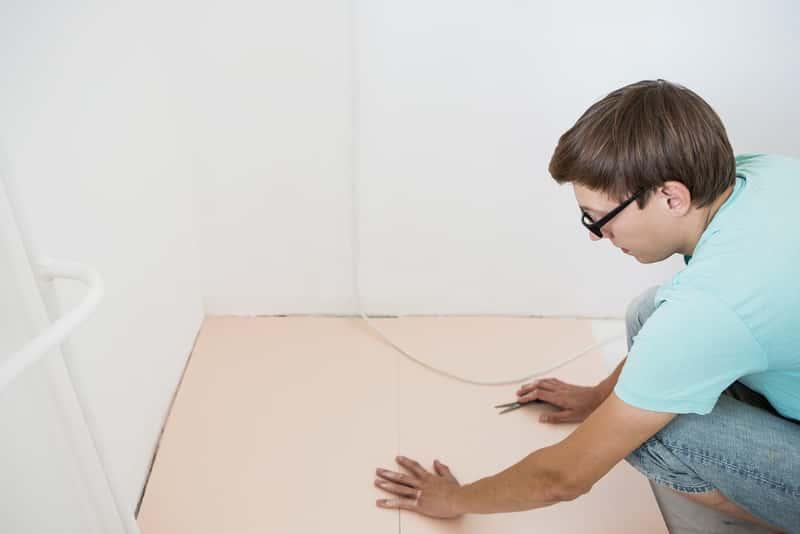 Montaż maty wygłuszającej pod panele podłogowe - rodzaje mat stosowanych pod panele podłogowe, zastosowanie, wykorzystanie, ceny - porady