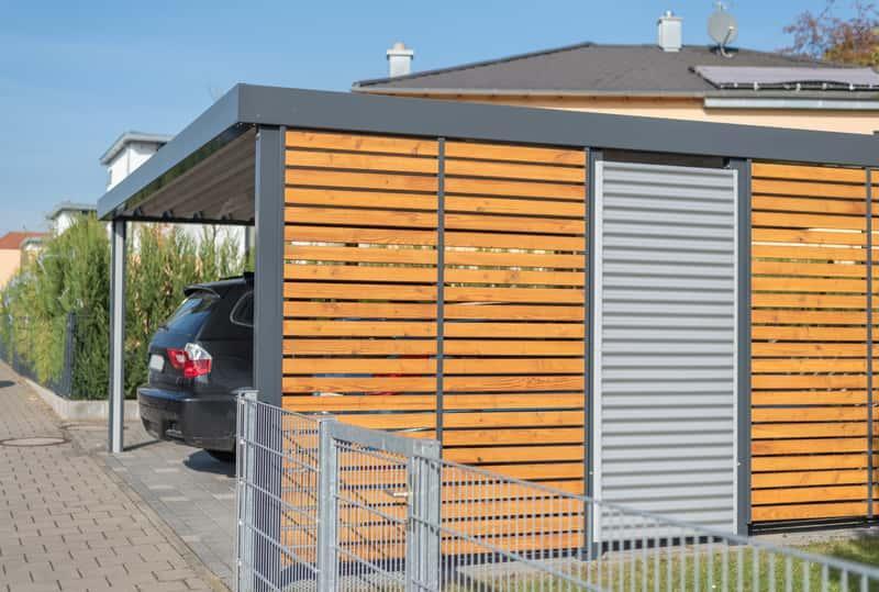 Wiata garażowa to tani sposób na aranżację miejsca do garażowania samochodu. Budowa wiaty garażowej nie wymaga pozwolenia na budowę.