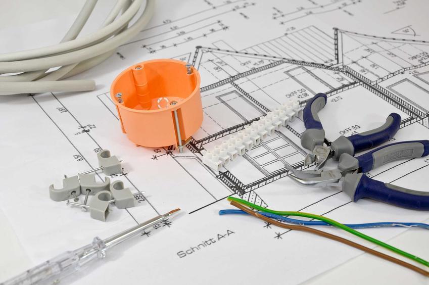 Projekt instalacji elektrycznej to świetne rozwiązanie. Schemat jest podstawową do rozłożenia przewodów i kabli, powinno się to zrobić na wstępnym etapie budowy