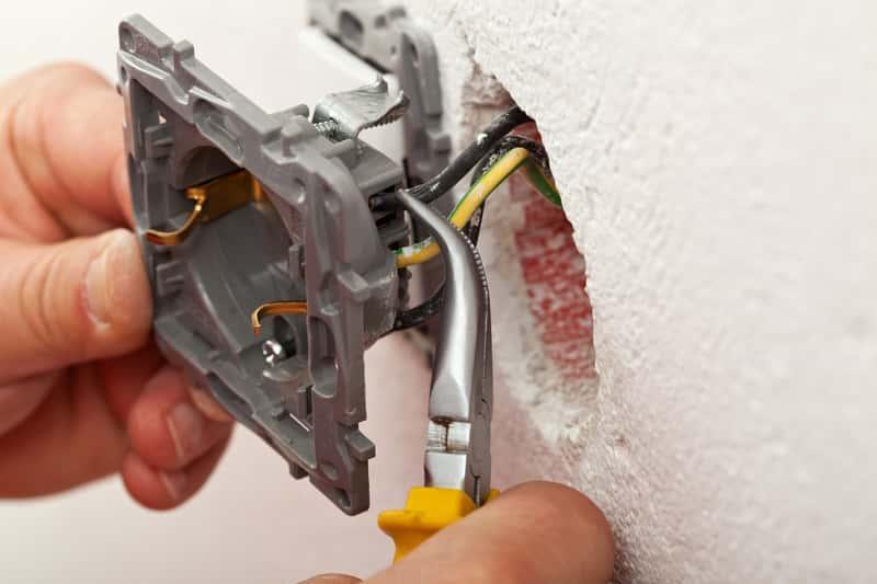 Montaż instalacji elektrycznej w domu, a także porady i informacje, jak przygotować instalację elektryczną, projekt i wykonanie