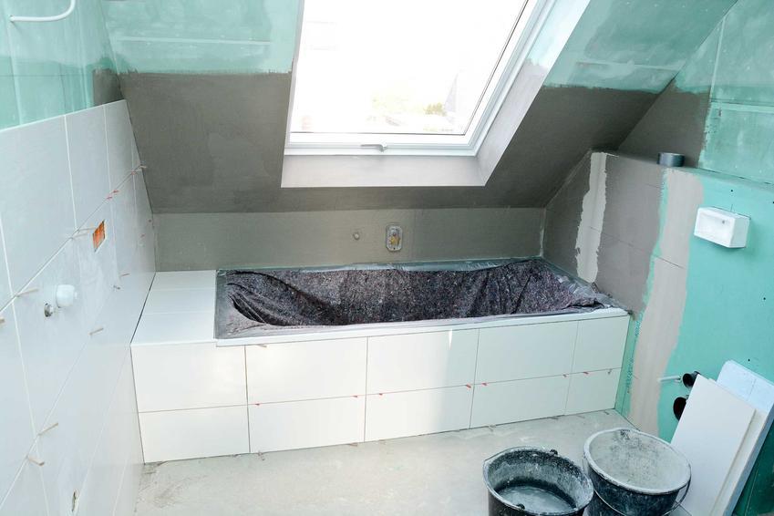 Łazienka podczas remontu, a także generalny remont łazienki w mieszkaniu w bloku krok po kroku, czyli wymiana instalacji, płytek i urządzeń