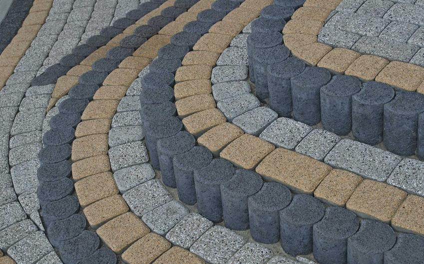 Schody z kostki brukowej to ciekawa alternatywa dla schodów betonowych. Układanie kostki brukowej nie jest drogie ani czasochłonne.