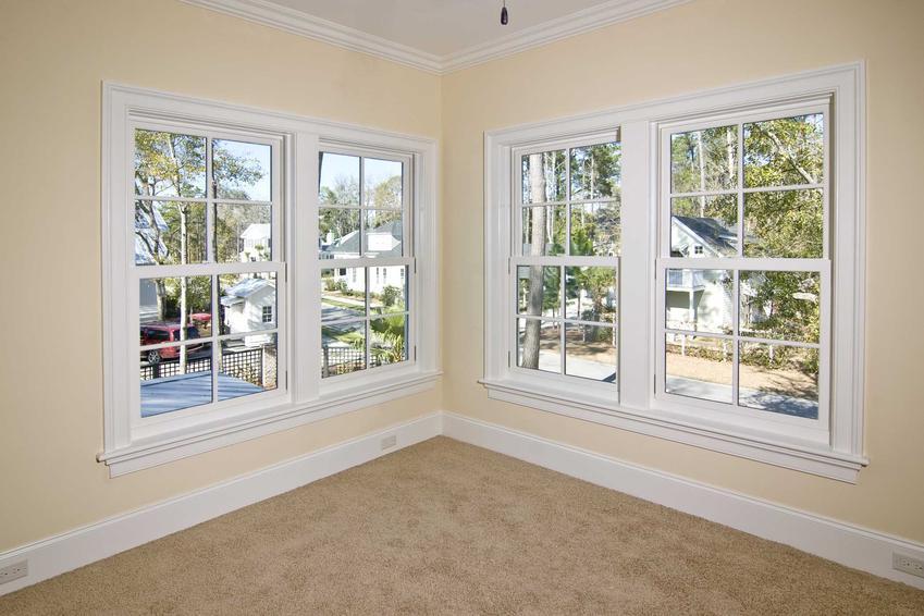 Cennik okien narożnych jest zróżnicowany ze względu na bardzo wiele czynników - ich wielkość, liczbę ramek i powierzchnię przeszkleń.