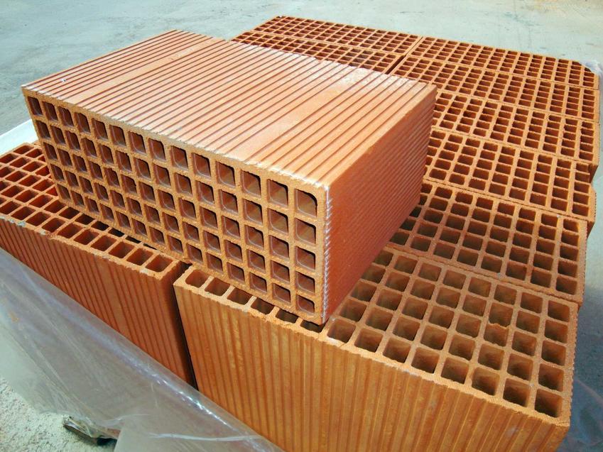 Wymiary cegły klinkierowej, a także pustaków i różnych innych rodzajów cegieł mogą być różne. Od nich zależy izolacja mieszkania.