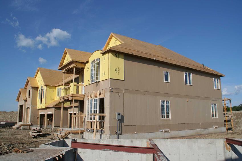 Domy z prefabrykatów betonowych zrobionych w technologii Q-moduł to dobre rozwiązanie. Budowa jest szybka, a koszt nie jest za bardzo wysoki.