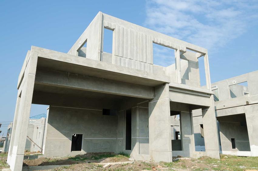 Domy z betonu, czyli z prefabrykatów betonowych to świetne rozwiązanie. Jest to łatwy sposób na zbudowanie budynku naprawdę na lata. Najnowsza technologia sprawia, że są o wiele tańsze.
