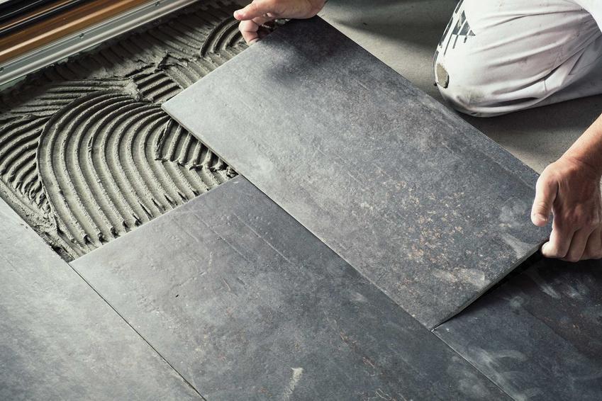 Układanie płytek na podłodze w łazience, a także glazura i teraktota do łazienki, ceny, wymiary, style, producenci