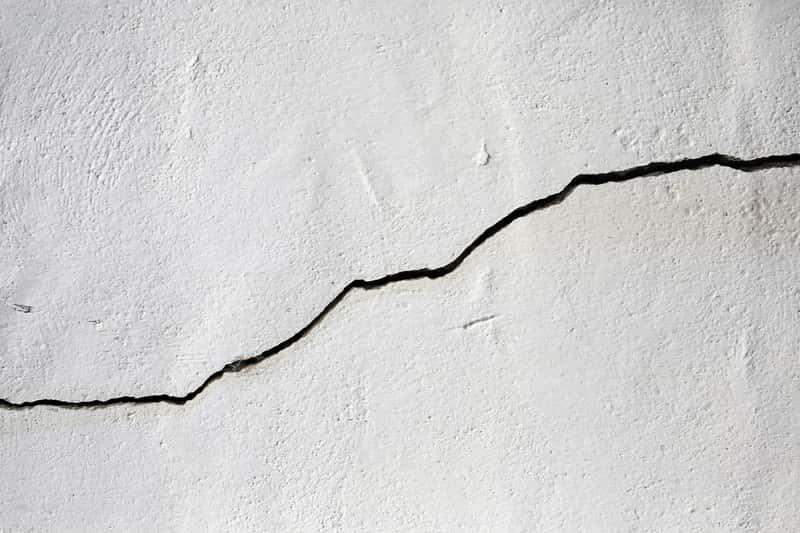 Pęknięty beton, a także jak naprawić ubytki w betonie, a także metody naprawy wszelkich pęknięć i ubytków