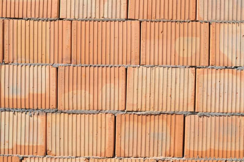 Pustaki ceramiczne i betonowe do budowy domu, a także cena, zastosowanie, wymiary standardowego pustaka, rodzaje, użycie