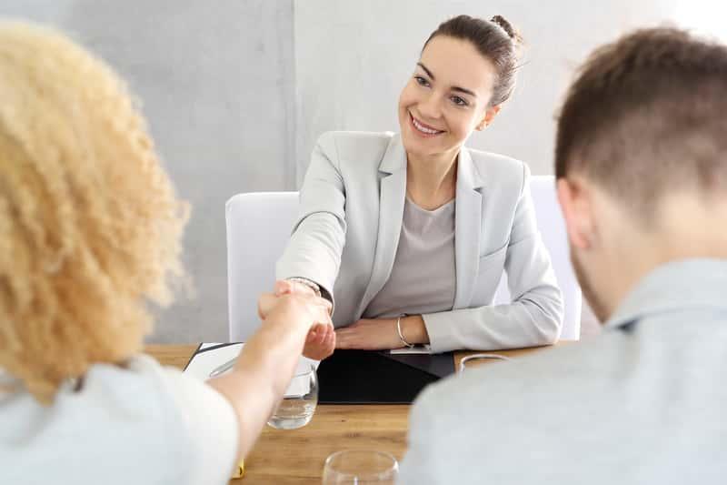 Para u doradcy kredytowego, a także jak uzyskać kredyt na remont domu, koszt, cena, ile kosztuje kredyt hipoteczny