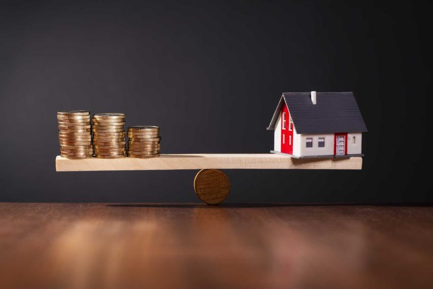 Kredyt na remont domu jest możliwy do uzyskania. Warto jednak wiedzieć, że koszt remontu domu może być bardzo wysoki.
