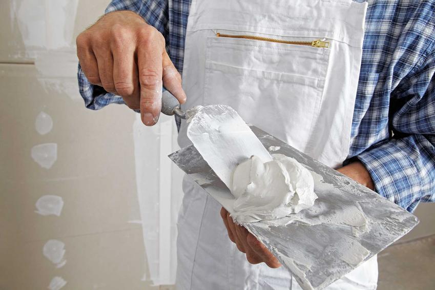 Tynk cementowo-wapienny ma bardzo szerokie zastosowanie. Jest wygodny w użyciu i ma wiele zalet, na czele z trwałością.