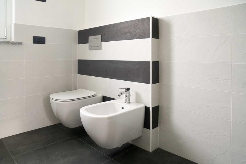 Bidet to dobre rozwiązanie w każdej łazience. Czasami trudno znaleźć dla niego miejsce w łazience, jednak warto to zrobić, ponieważ jest to przydatne urządzenie.