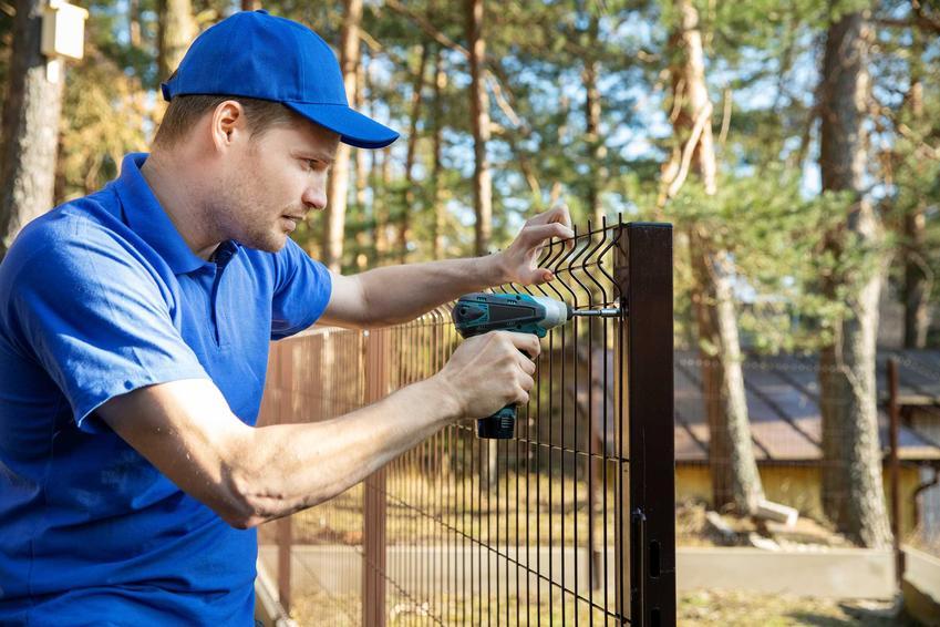 Tymczasowe ogrodzenia budowlane mają na celu chronić twój dobytek. Można je kupić lub wynająć. Konieczność montażu reguluje prawo