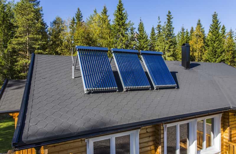 Instalacja solarna do ogrzewania wody na dachu, a także zastosowanie, wady i zalety, koszt inwestycji, opłacalność