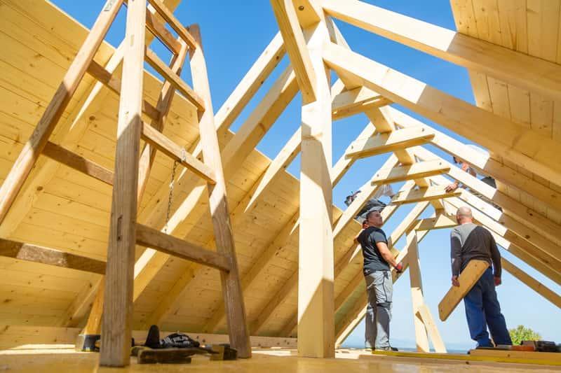 Budowa dachu jętkowego z drewna, a także konstrukcja krok po kroku, projekt, schemat, rozpiętość i podstawowa charakterystyka
