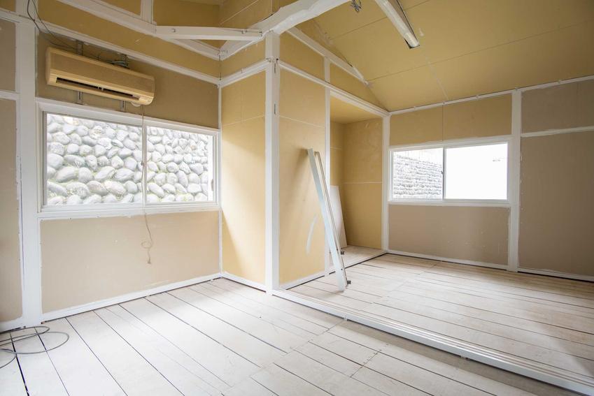 Remont mieszkania krok po kroku można przeprowadzić samodzielnie, ale można znaleźc firmę, która zrobi to szybciej i sprawniej.