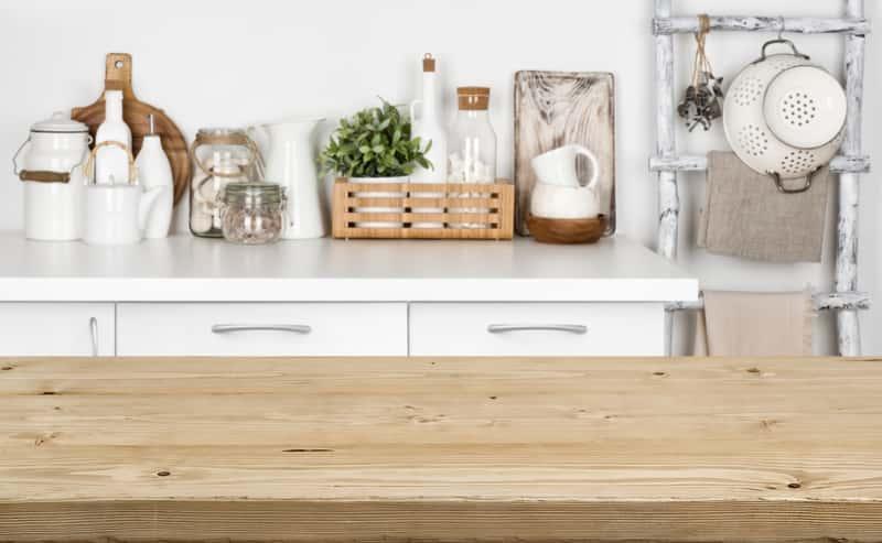 Blaty kuchenne drewniane w nowoczesnej kuchni, a także zastosowanie, ceny, opinie i zasady pielęgnacji blatu