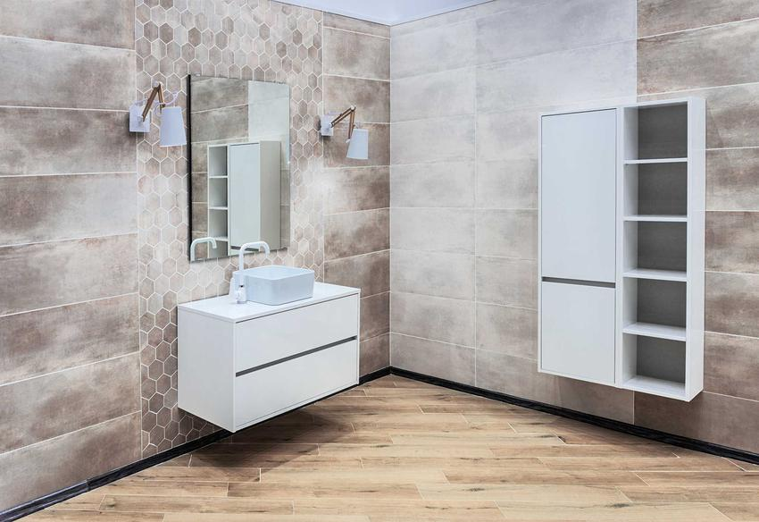 Oświetlenie łazienkowe można zrobić na kilka rodzajów. Najbardziej popularne są oczywiście kinkiety łazienkowe które są bardzo efektowne i funkcjonalne