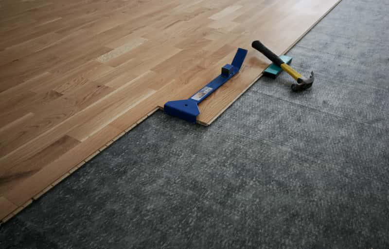 Mata wygłuszająca na podłogę, a także inne rodzaje mat wygłuszajacych na sufity, podłogi i ściany, a także wygłuszanie mieszkania