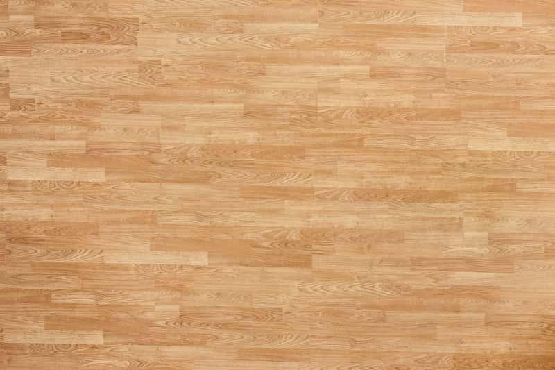 Podłoga dębowa z wysokiej jakości drewna, a także podłoga bukowa oraz podłoga dębowa do salonu krok po kroku