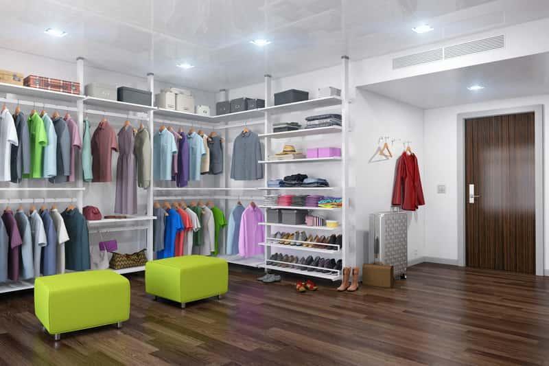 Nowoczesna, przestronna garderoba z szafami, a także zabudowa garderoby w mieszkaniu, projekt, zamówienie oraz inspiracje