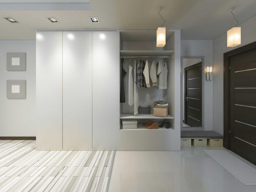 Szafy do zabudowy to świetne, sprawdzone rozwiązanie. Ładnie wygląda w przedpokoju lub w kuchni.