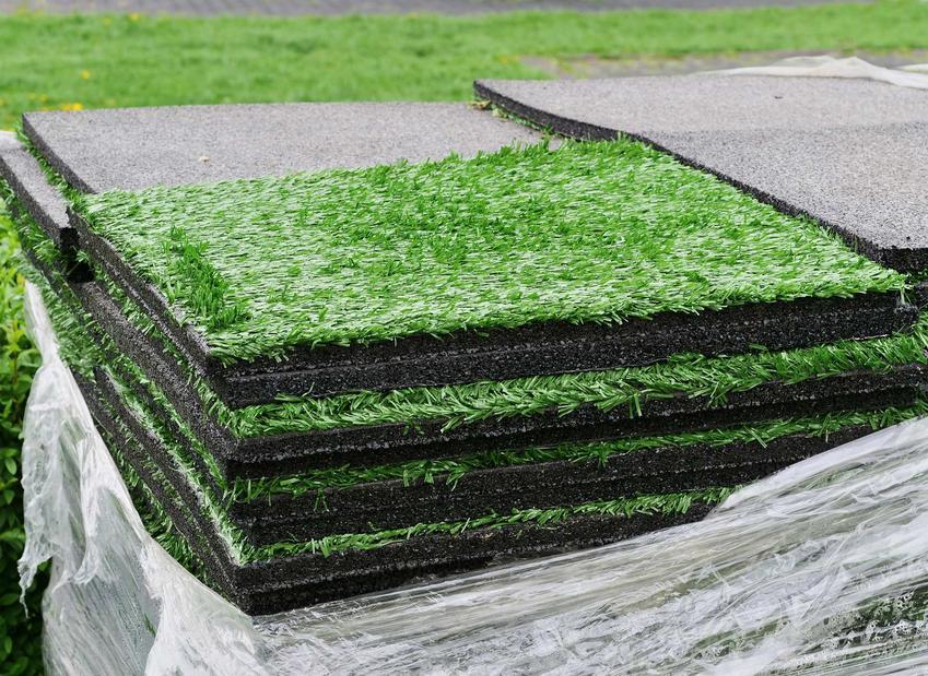 Sztuczna trawa ma kilka rodzajów. Może być różnej grubości i jakości, mieć różną długość włosia i gęstrość źdźbeł.