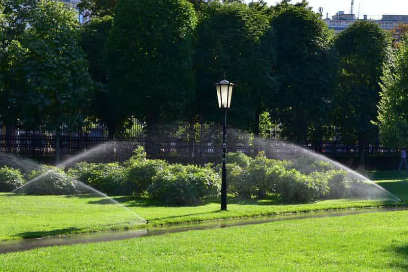 System nawadnania ogrodu - rodzaje nawadniania, wykorzystanie, zastosowanie, montaż, projekty, ceny, zalety - porady