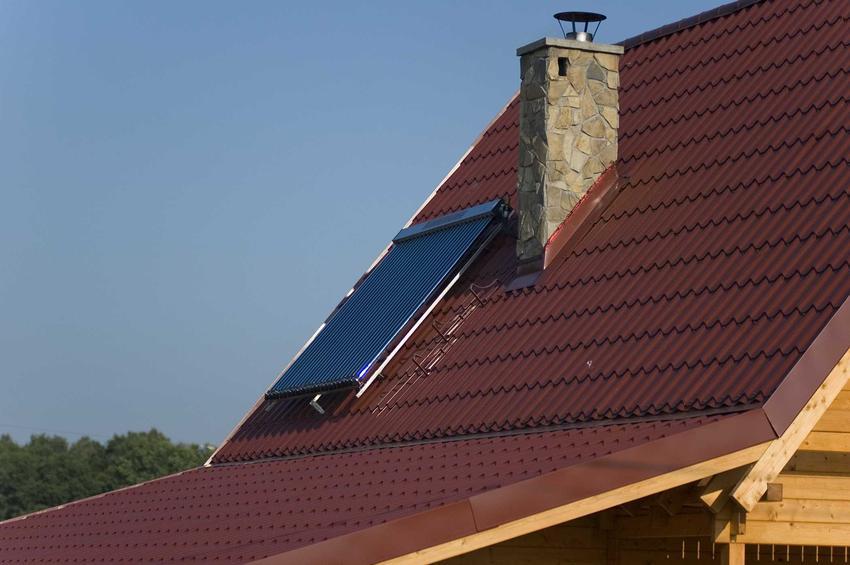 Cena blachodachówki na dach jest niższa niż dachówek ceramicznych. Na dodatek dachówka z blachy jest trwała i dobrze się sprawdza