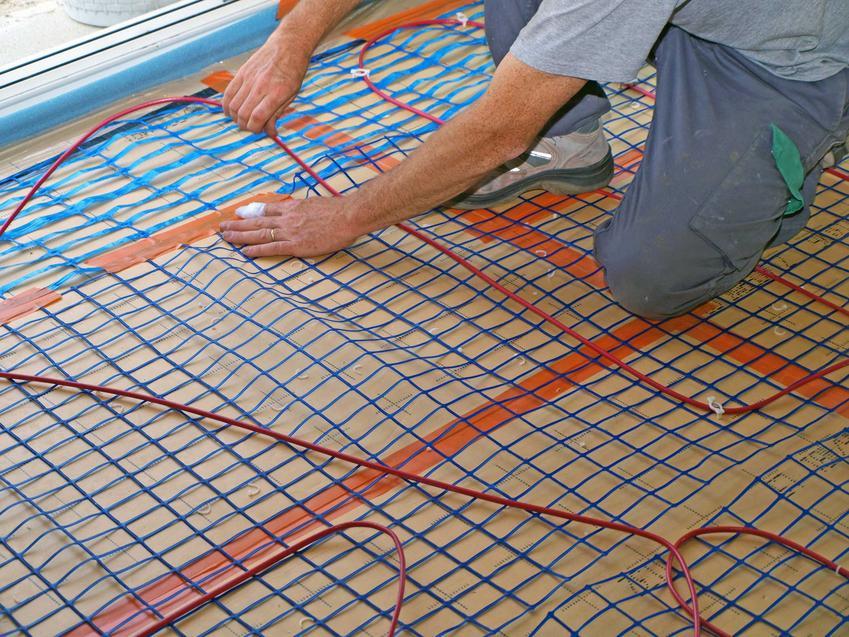 Ogrzewanie podłogowe elektryczne to najelsze rozwiazanie. Jest niestety nieco droższe, ceny montażu i koszty eksploatacji bywają bardoz wysokie