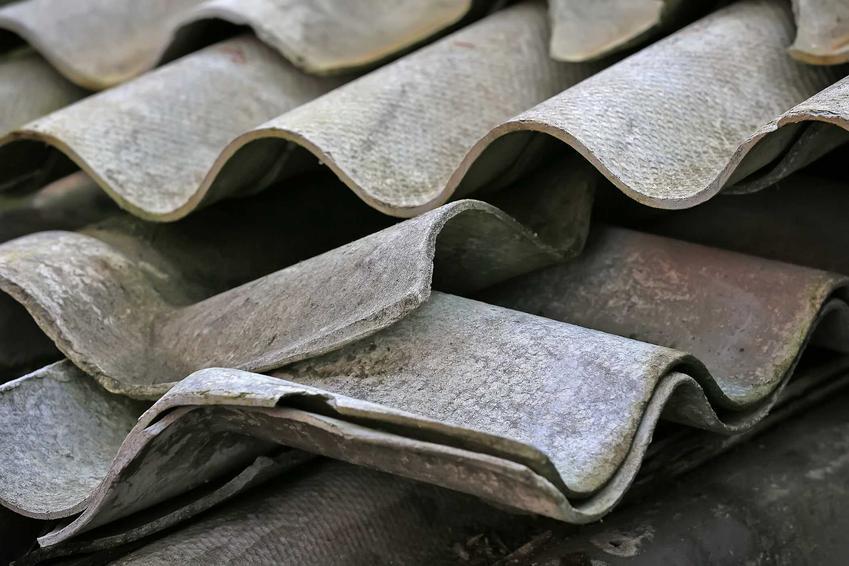 Usuwanie starego azbestu to obowiązek. Za niezrobienie tego grożą dość duże konsekwencje prawne.