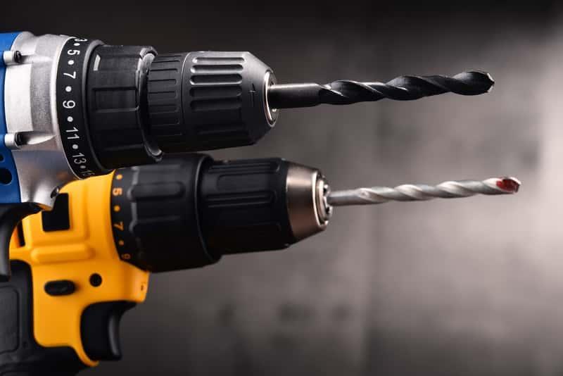 Wiertarki wyposażone w wiertła kobaltowe, a także zastosowanie, polecane modele i producenci, ceny sprzętu oraz opinie