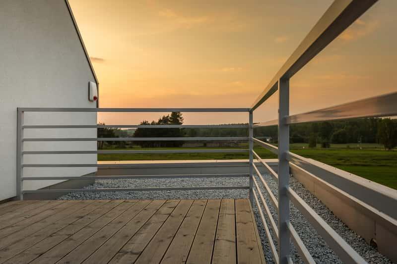 Balustrada zewnętrzna na balkonie, a także rodzaje, najlepsi producenci, opinie i rodzaje balustrady zewnętrznej