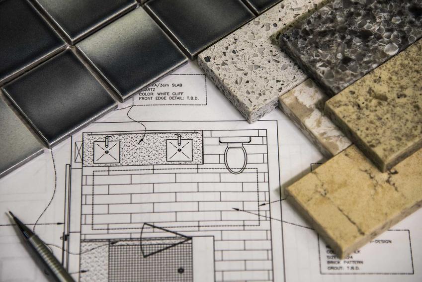 Projekty małych łazienek powinny uwzględniać różnego rodzaju produkty wykończeniowe: płytki, dodatki i urządzenia sanitarne.
