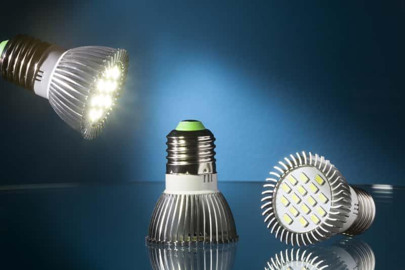 Komplet żarówek LED - oszczędność i zużycie energii elektryczne, ciekawe rozwiązania w zataosowaniu lamp z żarówkami LED