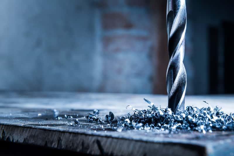 Wiercenie w metalu za pomocą specjalnego wiertła, a także wiertła do metalu krok po kroku, rodzaje, opinie, ceny oraz zastosowanie