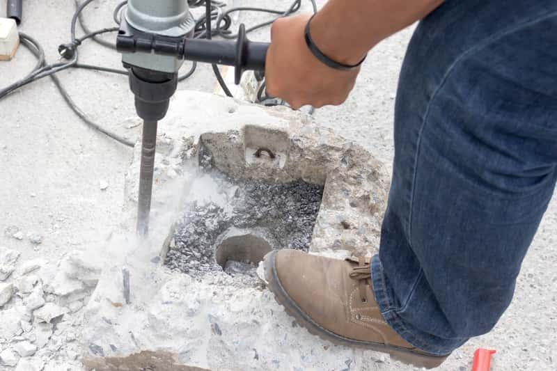 Wietło koronowe w czasie wiercenia w betonie, a także rodzaje, opinie i producenci oraz zastosowanie wierteł tego rodzaju