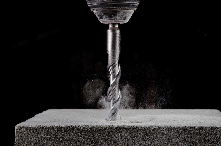 Wiertła do betonu i żelbetu są najczęściej stosowanymi rodzajami wierteł. Lepiej wybrać trwałe rodzaje, które poradzą sobie nawet z twardą ścianą.