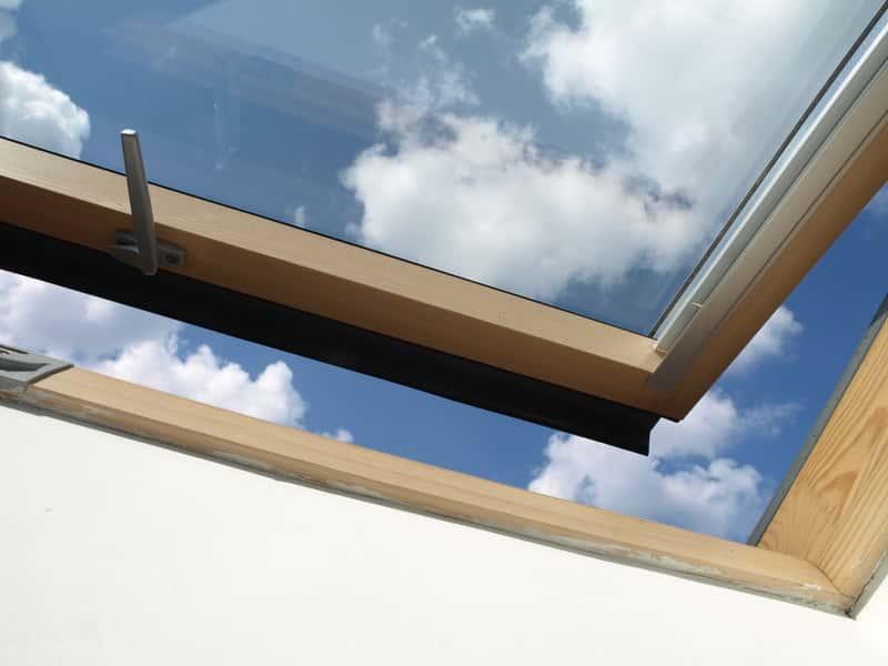Okno połaciowe w dachu, a także ceny okien połaciowych, rodzaje i wielkości oraz opinie i popularni producenci krok po krok