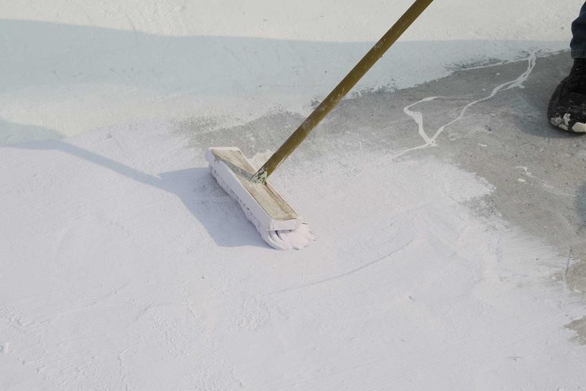 Impregnat do betonu to środek wodoszczelny, który chroni powierzchnię betonu przed wsiąkaniem wody i przeciekaniem.