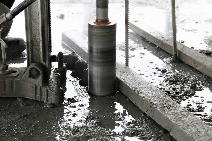 Otwornica do betonu to urządzenie, które może się przydać na budowie i w każdym warsztacie zapalonego majsterkowicza