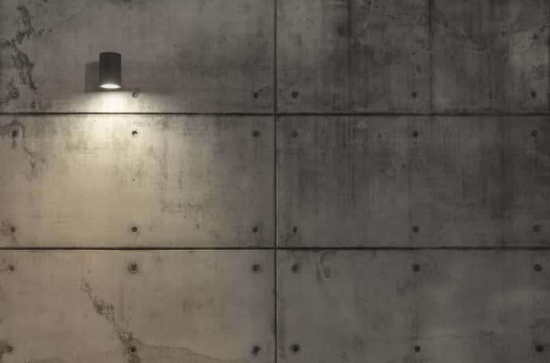 Ściana pokryta płytami betonowymi, a także najlepszy klej do betonu, producenci, rodzaje, zastosowanie oraz ceny