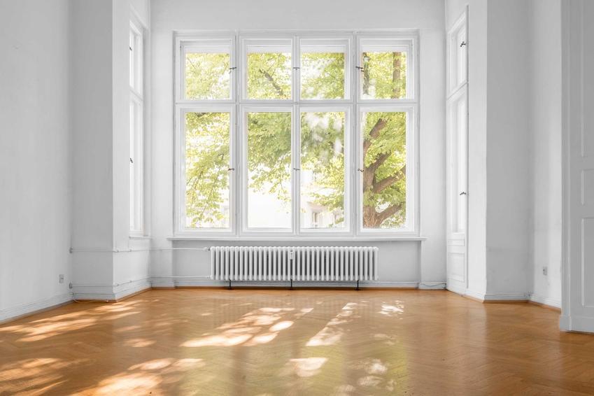 Okna EKO to okna PCV z systemem trzyuszczelkowym. Okna EKO mają różne wymiary, kształty i są zrobione w różnych kolorach.